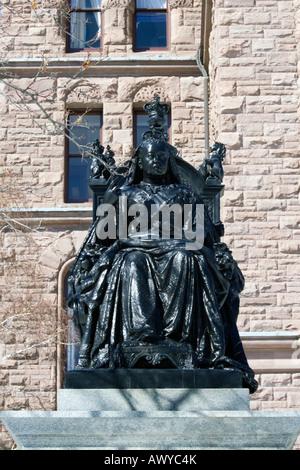 Königin Victoria Statue vor Ontario Legislative Building in Queens Park Toronto, Kanada - Stockfoto