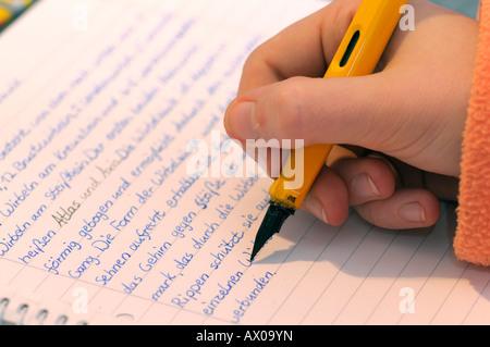 Mädchen, die Hausaufgaben - Stockfoto