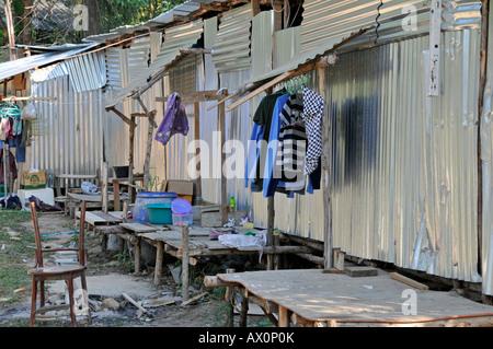 Wellblech Hütten wohnen Wanderarbeiter in Koh Chang, Thailand, Südostasien, Asien - Stockfoto