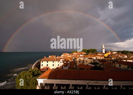 Perfekten Regenbogen über Novigrad, Istrien, Kroatien, Europa - Stockfoto