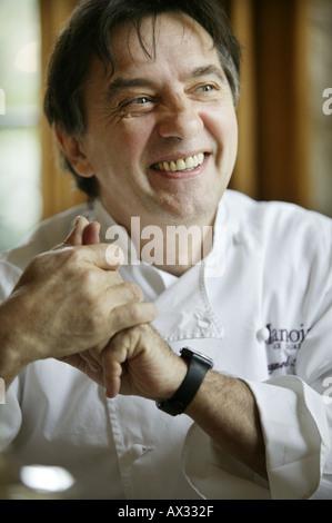 Der Küchenchef Raymond Blanc in seinem Restaurant im Le Manoir Aux Quat Saisons in Great Milton Oxfordshire UK - Stockfoto