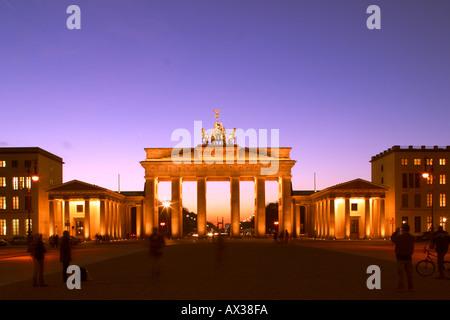 Berlin Brandenburger Tor Brandenburger Tor Pariser Platz Paris Platz Dämmerung - Stockfoto