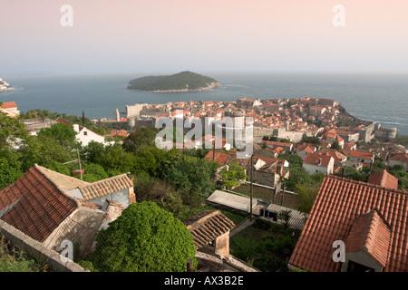 Blick über die Stadt am frühen Abend, Dubrovnik, Dalmatien, Kroatien - Stockfoto