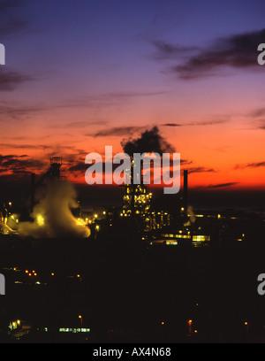 Tata Corus Margam Stahlwerk Port Talbot Hochöfen in der Nacht Schwerindustrie South Wales UK