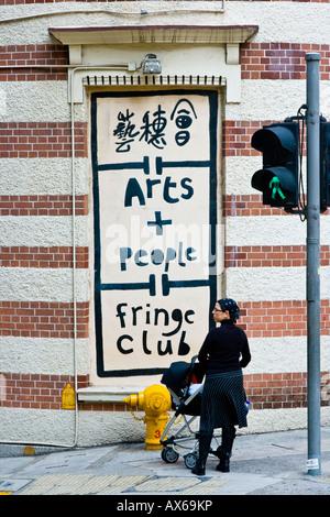 British Colonial Fringe Club Gebäude und Zeichen im Zentrum von Hongkong - Stockfoto