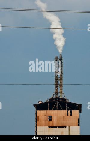 Fabrik Schornstein in der Nähe von Allapphuza in Indien - Stockfoto