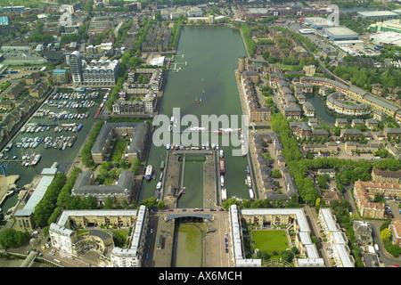 Luftaufnahme von Greenland Dock in Rotherhithe Gegend von London mit Blick auf die Themse - Stockfoto