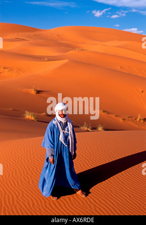 1, 1, Marokkanisch, Marokkaner, Berber, Berber Mann, Erg Chebbi, in der Nähe der Stadt von Merzouga, Merzouga, Errachidia - Stockfoto