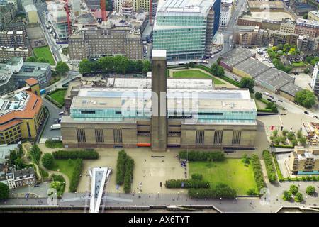 Luftaufnahme der Tate Modern im ufernahen Bereich von Südlondon, mit Blick auf die Themse - Stockfoto