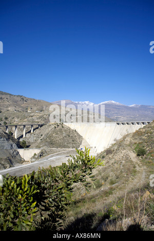 Die Regeln dam oder Presa de Regeln Rio Guadalfeo, Las Alpujarras, Provinz Granada, Andalusien, Spanien - Stockfoto