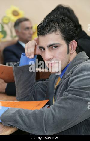 Porträt eines Geschäftsmannes, sitzen in einem meeting - Stockfoto