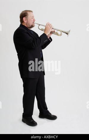 Stock Foto eines Mannes, der Trompete - Stockfoto