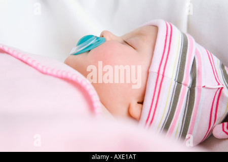 baby schl ft auf tr ster stockfoto bild 48826957 alamy. Black Bedroom Furniture Sets. Home Design Ideas