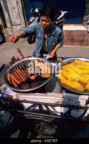 Speiselokal in den alten Gassen von Shanghai China - Stockfoto