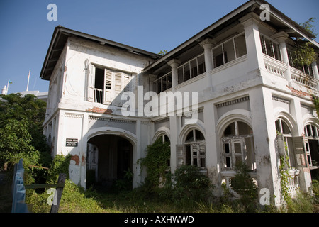 Jugendherberge, die in einem heruntergekommenen Zustand verlassen wurde. Georgetown, Penang, Malaysia. - Stockfoto