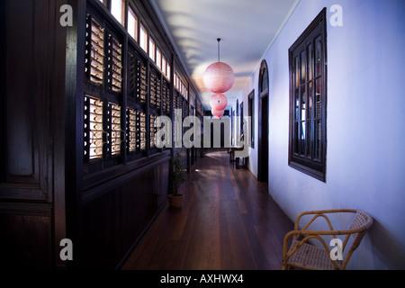Im Obergeschoss Flur bei Cheong Fatt Tze Mansion. Georgetown. Penang. Malaysien. - Stockfoto