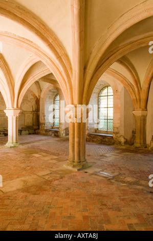 Eines der Zimmer der Zisterzienser Abtei von Fontenay aufgeführt, innerhalb der UNESCO-Welterbestätten - Stockfoto