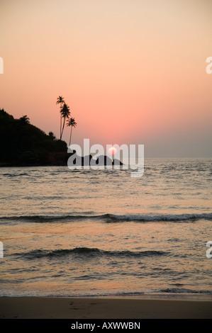 Sonnenuntergang über dem arabischen Meer, Mobor, Goa, Indien - Stockfoto