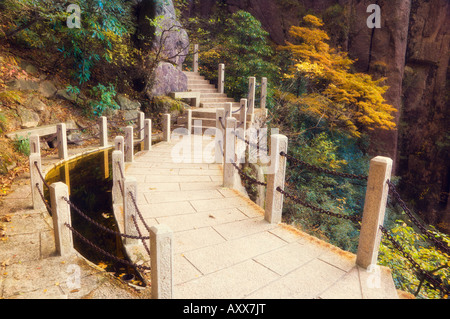 Wanderweg, weiße Wolke landschaftlich reizvollen Gegend, Huang Shan (Yellow Mountain), UNESCO-Weltkulturerbe, Provinz - Stockfoto