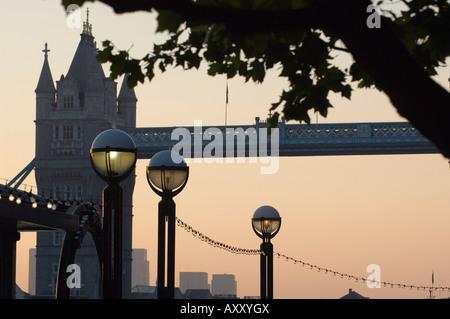 Tower Bridge in den frühen Morgenstunden, London, England, Vereinigtes Königreich, Europa - Stockfoto