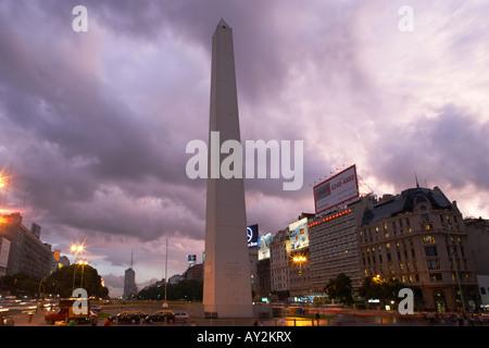 Die Obelisco Avenida 9 de Julio in Buenos Aires-Argentinien-Südamerika - Stockfoto