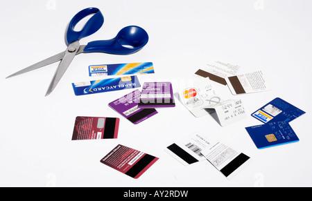 Kreditkarten mit einer Schere zerschnitten. Bild von Patrick Steel patricksteel - Stockfoto
