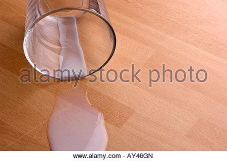 Verschüttete Milch. - Stockfoto