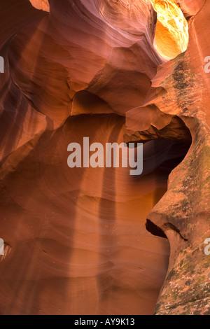 Abstrakte Muster in Licht und Felsen im Antelope Canyon, Page Arizona - Stockfoto