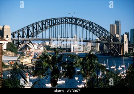 Sydney Harbour Bridge von Lavender Bay aus gesehen - Stockfoto