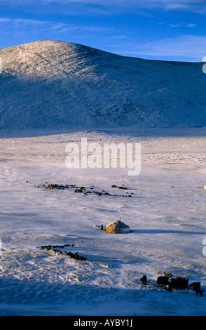 Mongolei, Bayan-Ölgii Provinz. Jurten im Winter. - Stockfoto