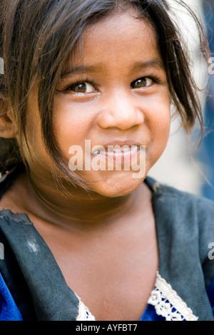 Junge niedrigere Kaste Inderin lächelnden Portrait. Andhra Pradesh, Indien - Stockfoto