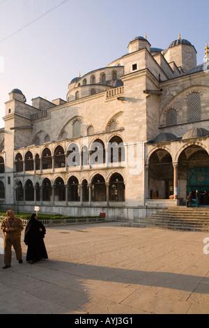 Paar im Innenhof der blaue Moschee Istanbul-Türkei - Stockfoto