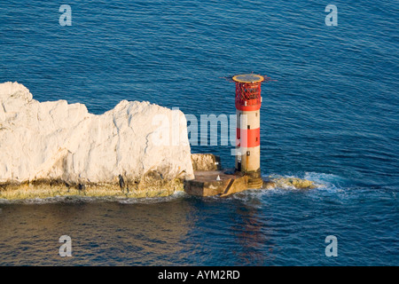 Luftaufnahme von The Needles Leuchtturm. Untergehende Sonne. Isle Of Wight. VEREINIGTES KÖNIGREICH. - Stockfoto