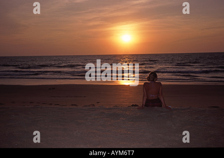Indien-Sonnenuntergang am Arossim Beach in der Nähe von Colva in Goa - Stockfoto
