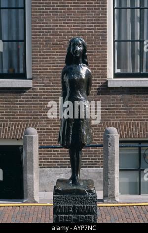 HOLLAND Noord Amsterdam Westermarkt Statue von Anne Frank der junge jüdische Tagebuch Schriftsteller während der - Stockfoto