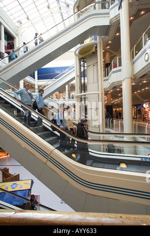 Fahrtreppen in Princes Quay Einkaufszentrum in Hull, East Yorkshire, England, UK - Stockfoto