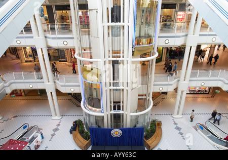 Heben Sie in Princes Quay Einkaufszentrum, Hull, East Yorkshire, UK - Stockfoto