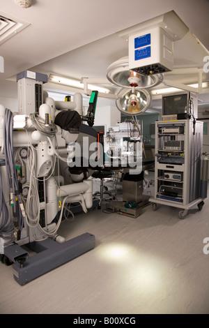 Moderne begehbaren Operationssaal in einem Londoner Krankenhaus. - Stockfoto