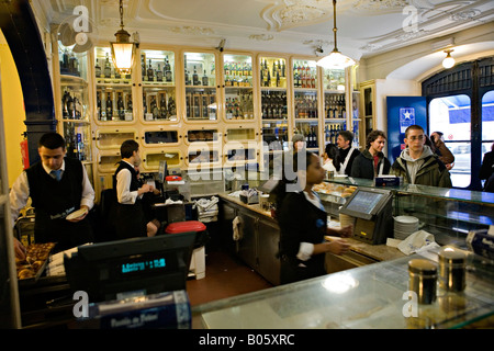 Cafe Pasteis de Belem in Lissabon Portugal - Stockfoto