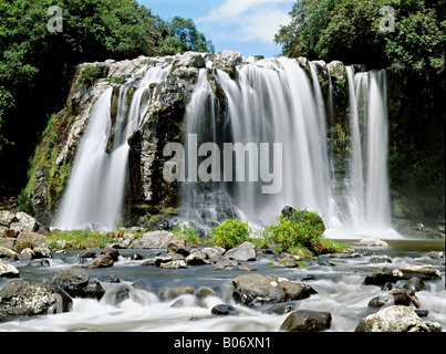 Panorama-Blick auf den schönen Wasserfall in La Réunion - Stockfoto