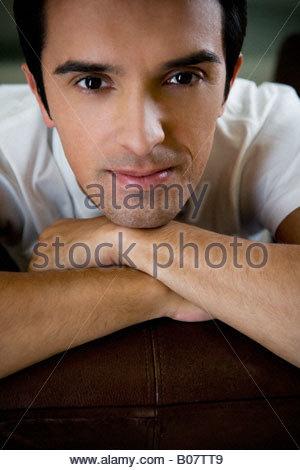 Porträt eines Mannes zu Hause entspannen - Stockfoto