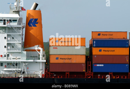 Ladung an Bord der Gesellschaft Hapag-Lloyd Container Carrier Heidelberg Express - Stockfoto
