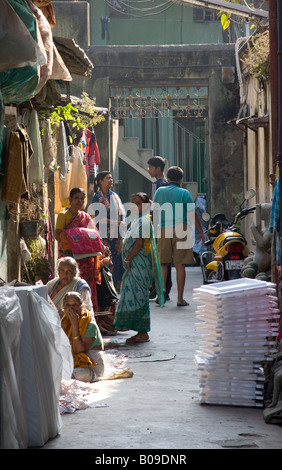 Frau Kontakte knüpfen in eine Seitengasse Calcutta - Stockfoto