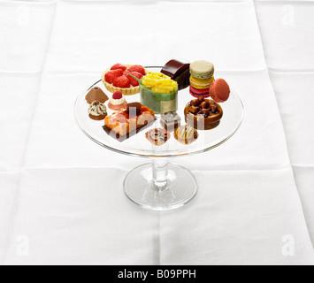 Torten auf Glas Ständer - Stockfoto