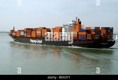 Hapag Lloyd Unternehmen Container Carrier Schiff Heidelberg Express im Gange auf dem Solent südlichen England UK - Stockfoto