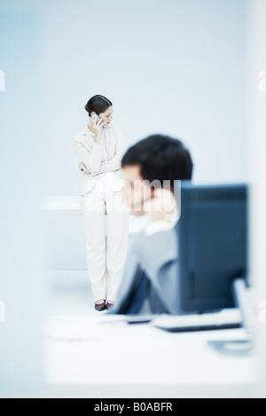 Menschen arbeiten im Büro - Stockfoto