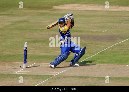 Schlagmann den Ball während eines Tages-Cricket-Match zwischen Cape Cobras und freien Staat Adler, Bloemfontein - Stockfoto