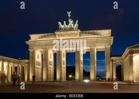 Brandenburger Tor Brandenburger Tor bei Nacht Berlin Deutschland Europa - Stockfoto