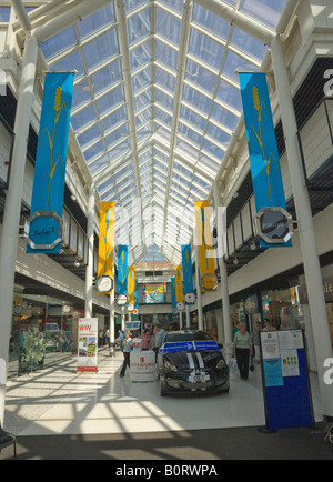 Cornhill Walk shopping Center / Einkaufszentrum in Bury St Edmunds, Suffolk, UK - Stockfoto