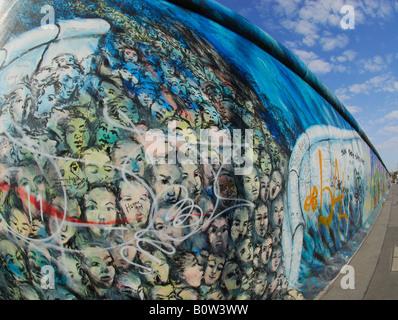 Erhaltenen Stück der Berliner Mauer an der East Side Gallery, Berlin - Stockfoto